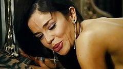 flora martinez in canciones de amor en el club