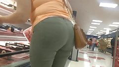 Latina Milf Phat Booty in jeans