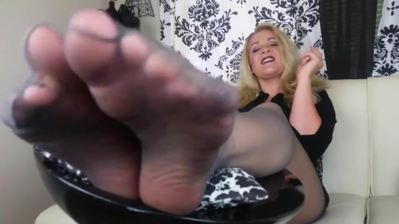 Nylon pics mature feet Chicago Feet