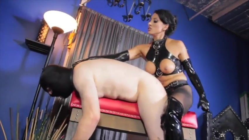 Shiny Military Lesbo Rubber Doll Strap On Bangs Her Latex Sex Slave