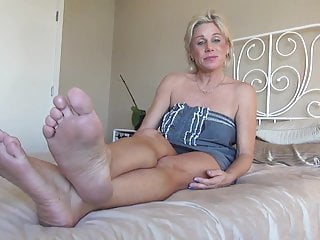 Sexy womens bare foot - Sexy mature bare feet show