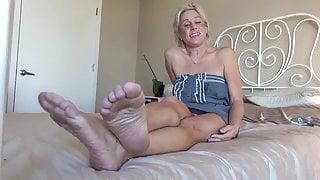 Sexy Mature Bare Feet Show