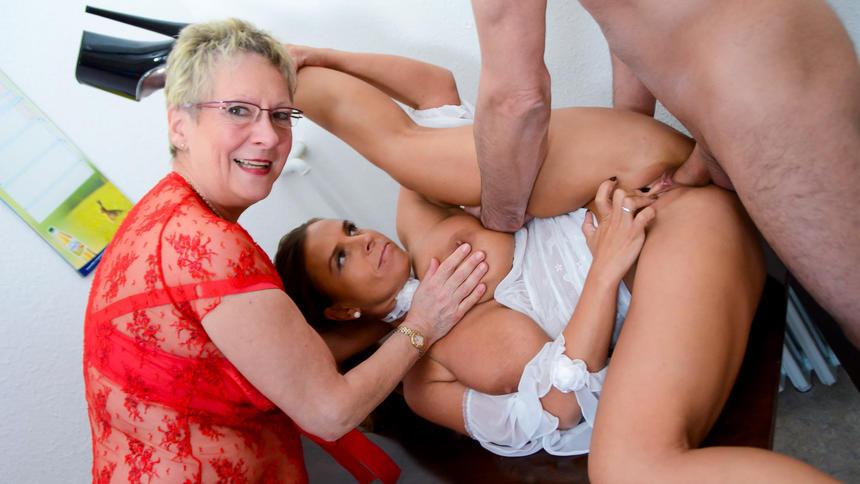 Threesome 2 Girls Big Tits