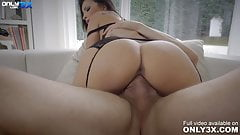 Nympho Alyssia Kent memorable fuck with the well hung Erik