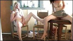 Gezamenlijke masturbatie van twee vriendinnen