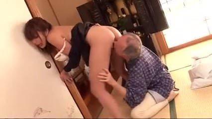 美巨乳妻の山本美和子が介護中の義父と性器を舐め合い生ハメ中出し