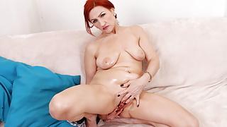 Over 50 gilf Amelia squirts like a fountain