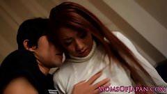 Japanische Mutter von hartem Schwanz ins Gesicht gefickt