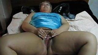 BBW MOM MASTURABATING ON CAM