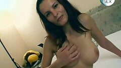 Young hoppers and mature women 01 s4