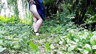 Gorgeous ass pissing outdoors