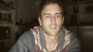 Guy jerk off his dick and cums