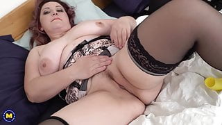 Chubby mature mother fucks her hungry pussy