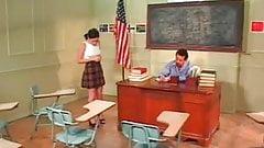 Потерянная школьница трахает своего учителя