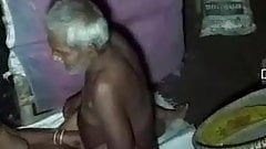Hindu bhabhi loves to get fucked by Muslim old man..absence of Pati