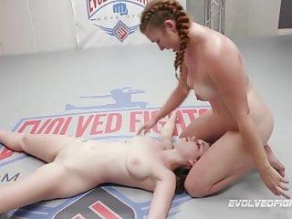 Nude lezbo