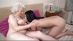 84yo babcia i 21yo lesbijek lizać tyłek