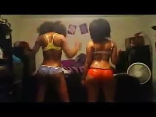 Sexy booty shakeing dance - 2 gorgeous black girls wit nice ass dancing shake booty