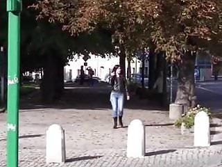 Girls pee jeans Daring jeans peeing while walking on the street 2