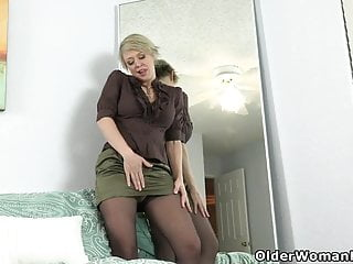 Mirror pussy - American milf dee williams admires her pussy in the mirror