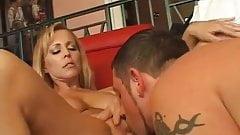 熟女が若い男とセックス