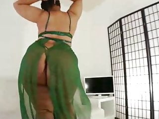 Making sexy clothes at home - Big ass, ebony brunette took off her sexy clothes