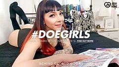 Doegirls - zabawa w kwarantannę solo z seksowną nastolatką Leah niejasną
