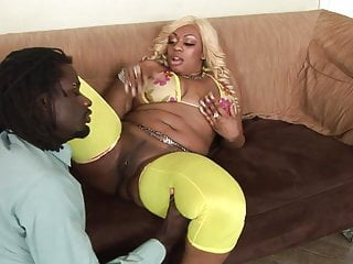 Fit anal Black slut gets her big ass to ride a fit stud