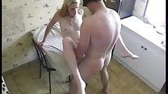 Elle recoit un inconnu chez elle pour baiser !! French amat
