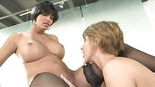 Lesbian slut in stockings get her fuckhole licked by a hot babe