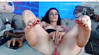 This Latina's pussy and feet made me cum hard