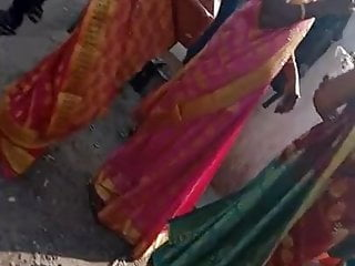 Teen girls outie navel site Tamil sexy girl showing her side boobs and navel in saree