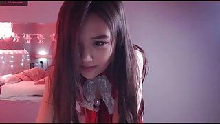 Asian Dancing on webcam