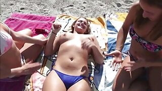 Lil Kelly goes naked at beach