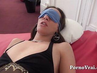 Video de sexso anal - Beurette en gang bang et anal sous les yeux de son mari