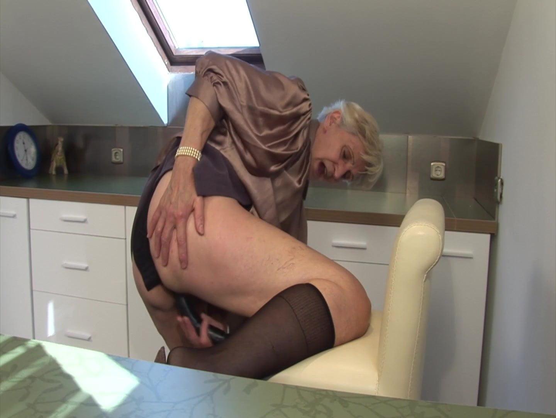 Granny caught masturbating in solarium tnaflix porn pics