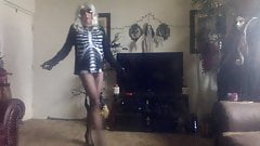 pantyhose danse macabre