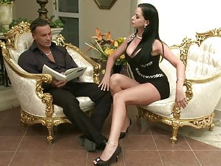 Stud having sex Larissa enjoys spreading her legs and having her pussy licked by stud