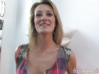 Girl takes dick in ass - Lusty milf takes dick in her tight ass for the first time