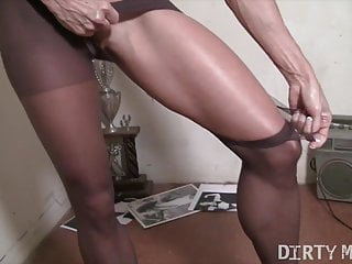 Mature female vagina penertration Mature female bodybuilder rips pantyhose masturbates