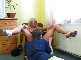 Old lady eating young girls pussy Cunnilingus from a young man to an experienced lady