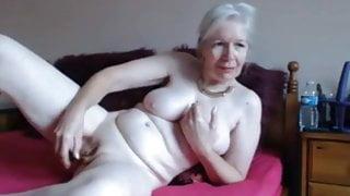 Hot Amateur Granny On Webcam - CoViD-88