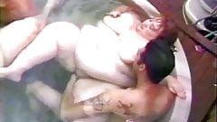 Mondo Extreme 30 - Hot Tubs!