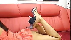 Dangling strass mules & zooming bare feet & soles.(2)