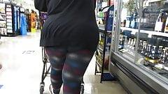 BBW GILF lookin for hand sanitizer in spandex tights