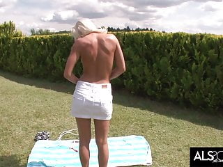 Cum jump com Blonde cutie uses her jump rope to cum hard