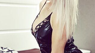 Fucked a hot bitch in a latex dress and cum in her pussy