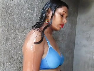 Naked young girls taking a bath - Hot and sexy bikini girl pinki desi savar taking a bath