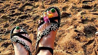 Dominatrix Nika – Dirty Feet Fetish