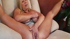 Swinger Zoey Andrews is a BBW slut!